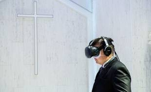 Cérémonie de mariage en réalité virtuelle à Tokyo, le 30 juin 2017.