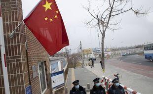 Des agents de sécurité à Pékin, le 27 février 2020 (illustration).
