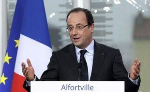 La cote de popularité de François Hollande a chuté de 6 points en mars par rapport à février, avec 31% de personnes satisfaites, tandis que celle de Jean-Marc Ayrault a cédé un point à 36%, selon un sondage Ifop à paraître dans le Journal du Dimanche.