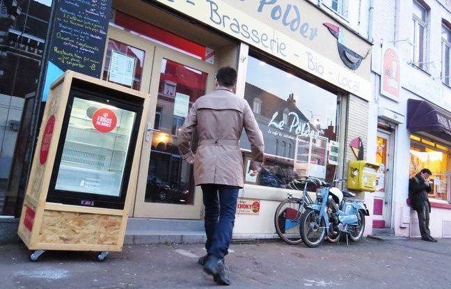 Un frigo solidaire a été installé dans la rue, en décembre 2017, à Lille-Hellemmes.