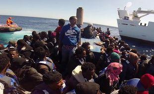 Près de 4000 migrants secourus dans le canal de Sicile.