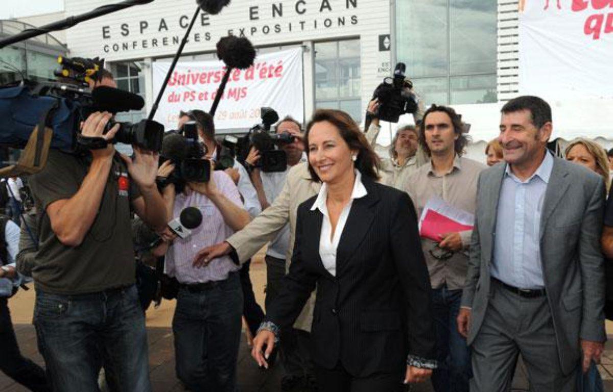 Arrivée de Ségolène Royal à l'université d'été du PS, à La Rochelle le 27 août 2010. – XAVIER LEOTY / AFP