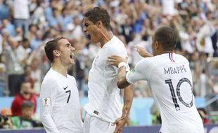 La joie de Varane après avoir ouvert le score contre l'Uruguay, en quart de finale de la Coupe du monde, le 6 juillet 2018.