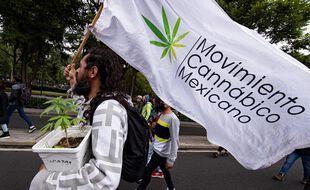 Des partisans de la dépénalisation du cannabis, à Mexico le 27 juin 2021.