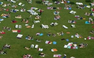 """Toitures, murs, voies urbaines et parkings végétalisés, jardins particuliers, partagés ou éphémères, potagers urbains...: les Français aiment le vert et en réclament. Le remettre au coeur de l'urbain est devenu un enjeu de """"cohésion sociale"""", selon des professionnels du secteur réunis mardi à Paris."""
