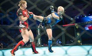 La Niçoise Manon Fiorot (à droite) est la première Française sacrée championne du monde amateur de MMA.