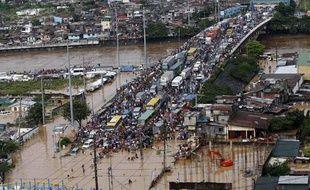 Les dégâts sont nombreux aux Philippines après le passage de la tempête tropicale le 27 spetembre 2009. Le bilan fait état de plusieurs centaines de morts et de disparus.