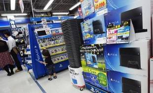 Des consoles Playstation 4 en vente le 13 août 2014 dans un magasin de Tokyo