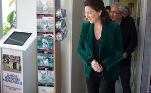 Agnes Buzyn en visite dans une clinique veterinaire dans le cadre de sa campagne pour les municipales a Paris