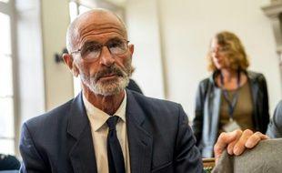 Michel Lafon, père d'Adélaïde, lors du procès aux assises de Saint-Omer de  Fabienne Kabou, le 20 mai 2016