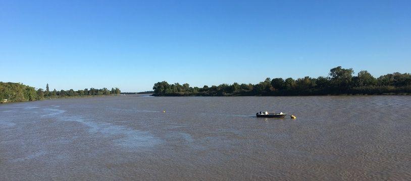 La Garonne, dans le Médoc (Gironde).
