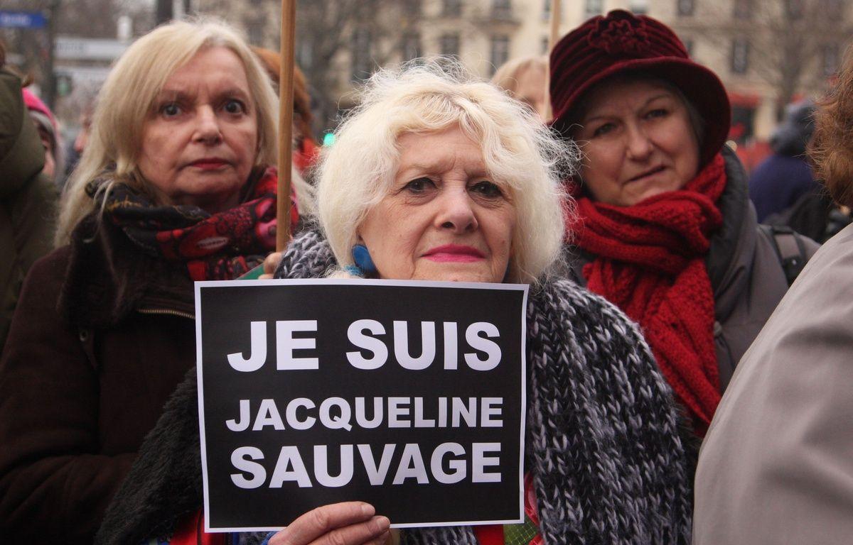 Plusieurs centaines de personnes se sont rassemblées à Paris, le 23 janvier 2016, pour défendre Jacqueline Sauvage. – SEVGI/SIPA