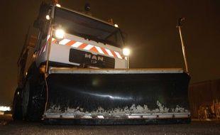 Du sel de déneigement est dispersé sur les routes de Meurthe et Moselle, en février 2010.