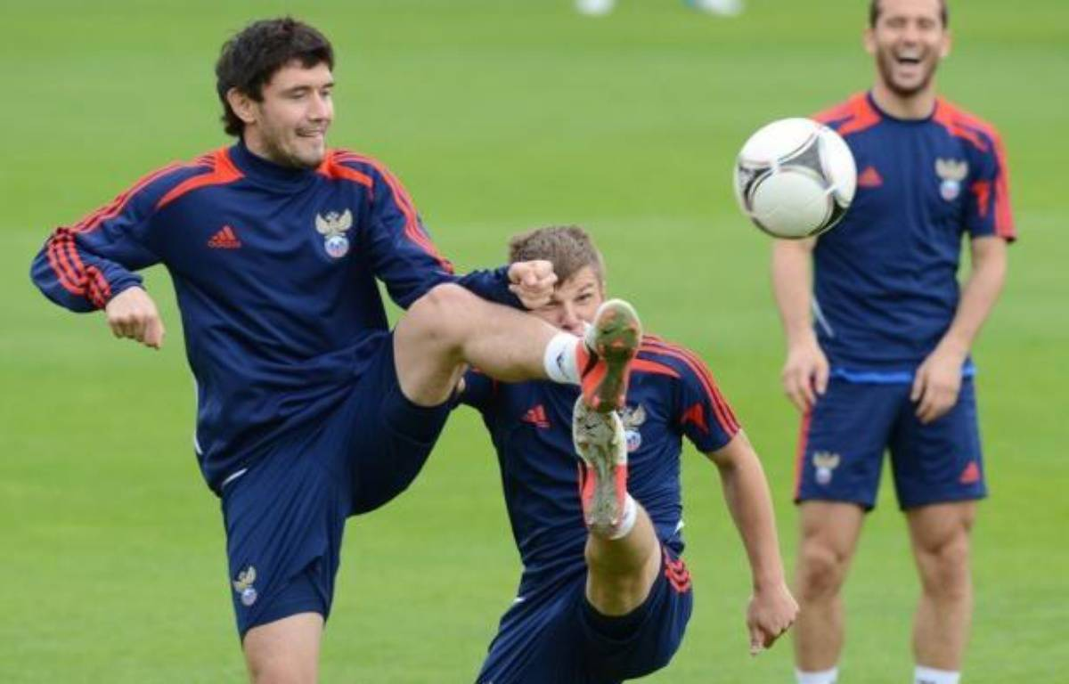 """Le groupe A de l'Euro-2012 mérite bien son surnom de """"groupe de la vie"""", puisqu'il fait durer le suspense jusqu'à la 3e et dernière journée samedi, où les quatre engagés Russie, République Tchèque, Pologne et Grèce ont encore leurs chances – Natalia Kolesnikova afp.com"""