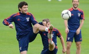 """Le groupe A de l'Euro-2012 mérite bien son surnom de """"groupe de la vie"""", puisqu'il fait durer le suspense jusqu'à la 3e et dernière journée samedi, où les quatre engagés Russie, République Tchèque, Pologne et Grèce ont encore leurs chances"""