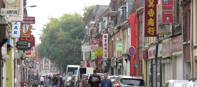 Une rue commerçante (illustration).