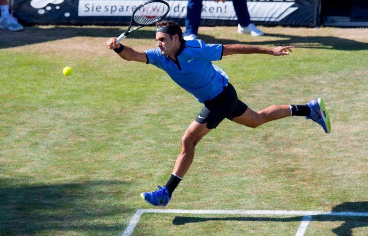 Roger Federer a été battu par Tommy Haas au premier tour du tournoi de Stuttgart, le 14 juin 2017.  – THOMAS KIENZLE / AFP