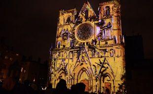Lyon, 9 décembre 2018 La Fête des lumières de Lyon s'est déroulée sans encombre malgré des tensions sur le plan national. ici le spectacle proposé sur la cathédrale Saint-Jean.
