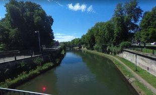 Strasbourg: Une grande opération de nettoyage et de collecte de déchets qui traînent au fond de l'eau (Illustration)