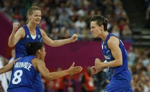 Les joueuses de l'équipe de France de basket, lors de leur victoire en demi-finale des Jeux olympiques, le 9 août 2012.