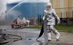 Illustration. Exercice zone Seveso au Port aux pétroles à Strasbourg. le 06 05 2010