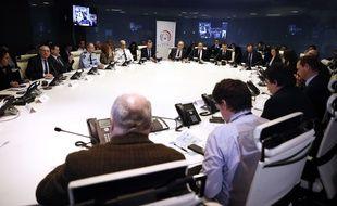 Emmanuel Macron et Edouard Philippe en réunion de crise...