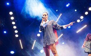 La chanteuse Shy'm sur scène à Bordeaux dans le cadre du NRJMusic Tour, en juillet 2012.