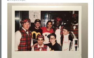 Le personnel du restaurant a repris l'uniforme des employés du film.