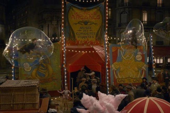 Le cirque Arcanus dans les rues de Paris