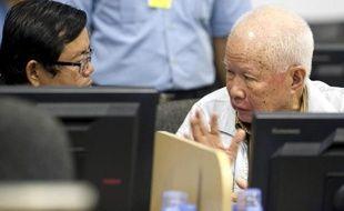 Les procureurs du tribunal international de Phnom Penh ont requis lundi la prison à perpétuité contre les deux plus hauts dirigeants du régime khmer rouge encore en vie.