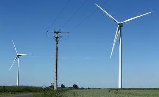 (Illustration) Une ligne électrique distribuant l'Énergie électrique aux entreprises et aux particuliers.