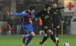 Le génie argentin Lionel Messi veut jouer toute sa carrière à Barcelone et ne quittera pas son club pour de l'argent, a-t-il déclaré dans un entretien au quotidien allemand Bild paru samedi.