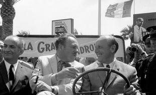"""Photo d'archives du 10 mai 1966 montrant les acteurs de """"La Grande Vadrouille"""", Louis de Funes, Terry Thomas et Bourvil, à leur arrivée au Plaais des Festivals, à Cannes, en Jeep."""