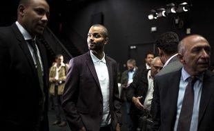 Tony Parker, ici entre le président délégué de l'Asvel Gaëtan Muller et le maire de Lyon Gérard Collomb. JEFF PACHOUD
