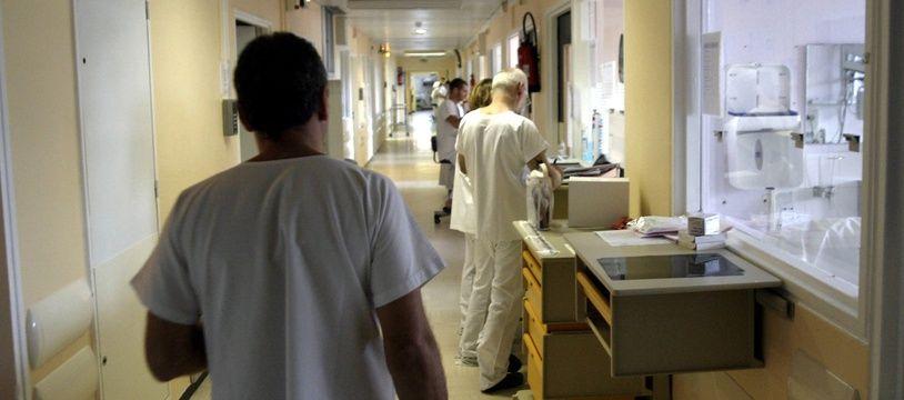 Un infirmier dans un hôpital (Illustration)
