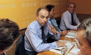 Le secrétaire général de l'UMP, Jean-François Copé, a réaffirmé samedi, à quinze jours des législatives, que son parti ne passerait jamais d'alliance avec le Front national, même s'il ne s'interdit pas de parler à ses électeurs.