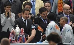 """Le président Nicolas Sarkozy a assuré mardi que """"tout se passe bien"""" avec son Premier ministre François Fillon avec qui il """"travaille en tandem"""", affirmant qu'on chercherait en vain """"à mettre un coin"""" entre eux deux."""