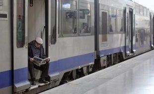 La SNCF consacrera plusieurs dizaines de millions d'euros à dédommager ses clients victimes de la grève des transports, a indiqué vendredi le directeur général de la société nationale, Guillaume Pépy, qui a fait état par ailleurs de 40 plaintes à la suite de dégradations.