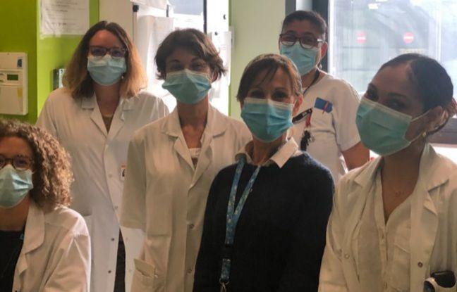 La biographe hospitalière Valérie Bernard aux côtés du personnel soignant de l'unité des soins palliatifs du CHU de Toulouse.