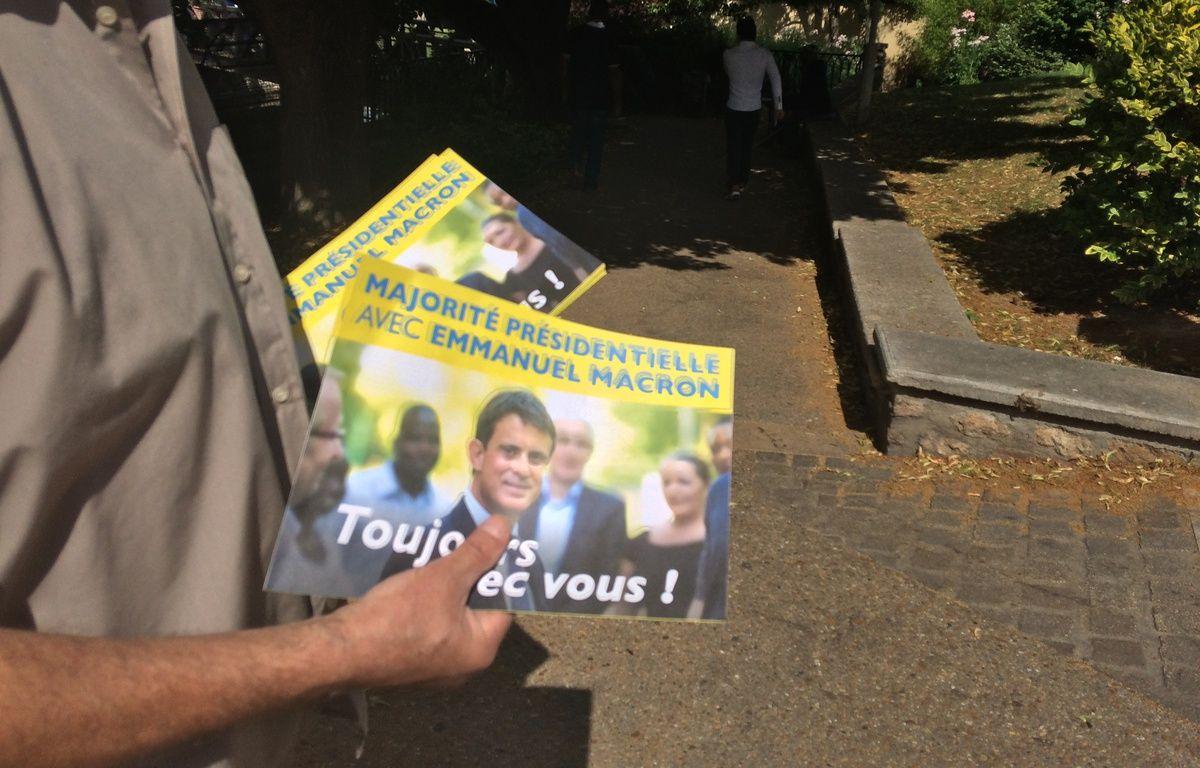 Tractage à Corbeil-Esonnnes pour Manuel Valls – TLG/20mn
