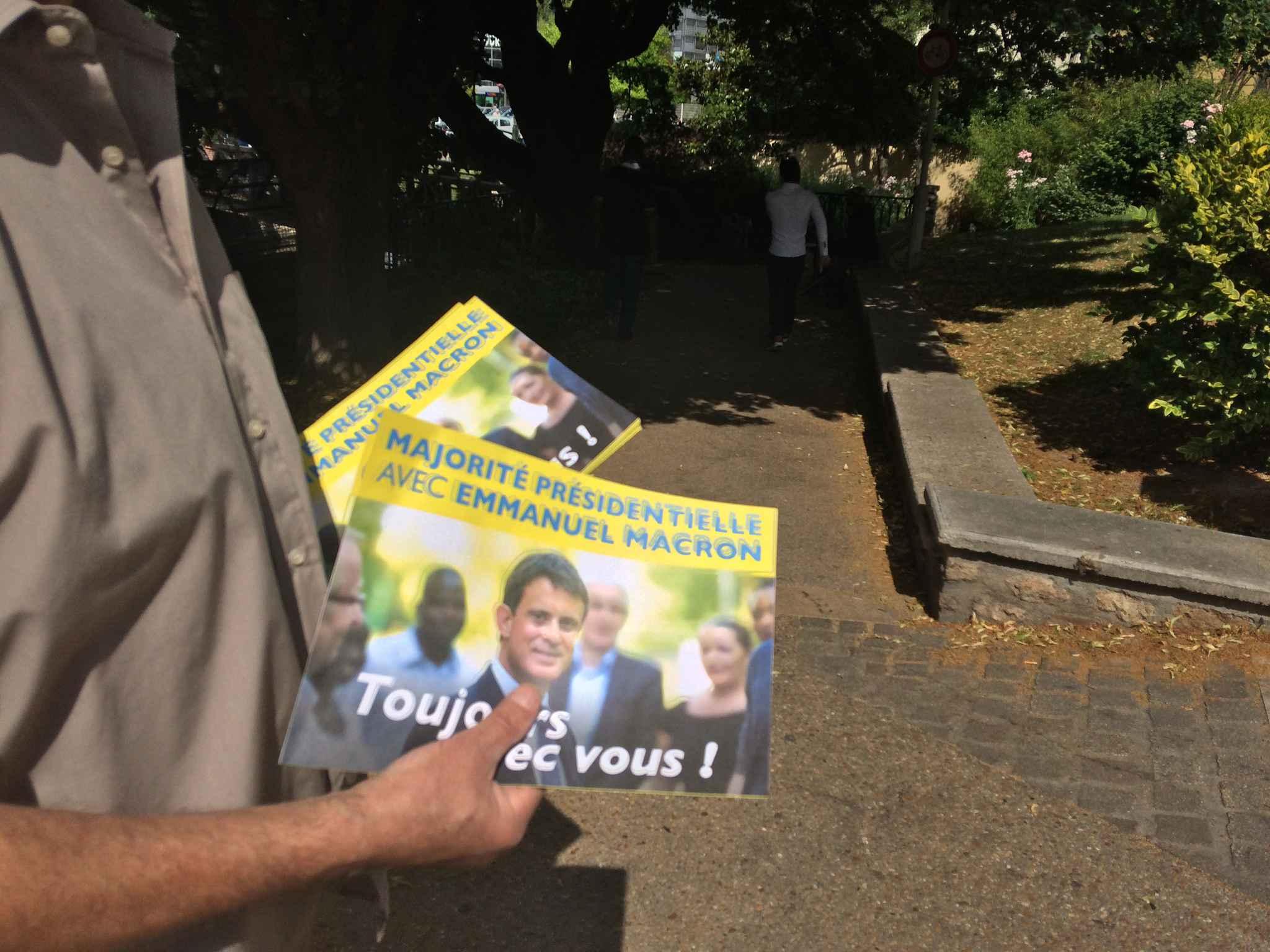 Manuel Valls en recul, mais en tête — Législatives
