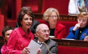 La ministre de la Santé Marisol Touraine a annoncé vendredi la poursuite du dialogue avec les sages-femmes jusqu'à fin mars, sans parvenir toutefois à mettre un terme au mouvement de grève.