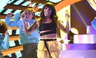 La chanteuse Anitta sur la scène des Latin American Music Awards