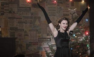 Rachel Brosnahan campe Midge dans «The Marvelous Mrs. Maisel»