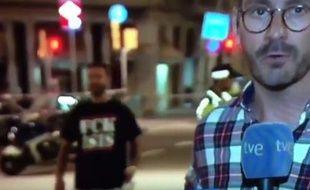 L'homme au tee-shirt «Fuck Isis» de Barcelone.