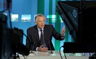 """Dominique de Villepin a affirmé dimanche soir sur TV5Monde qu'""""à (sa) connaissance, il n'y avait """"aucun lien"""" entre l'arrêt à partir de 1995 du versement de commissions dans le cadre d'un contrat d'armement avec le Pakistan et l'attentat de Karachi en 2002."""