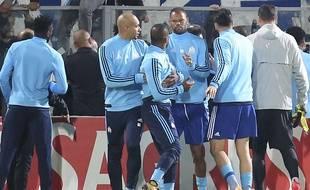 Patrice Evra est retenu par Doria après une altercation avec des supporteurs marseillais lors du match de Ligue Europa entre l'OM et  Guimaraes, le 2 novembre 2017.