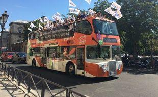 Le bus d'Unité-SGP sillonne l'Ile-de-France pour dénoncer les mutualisations.