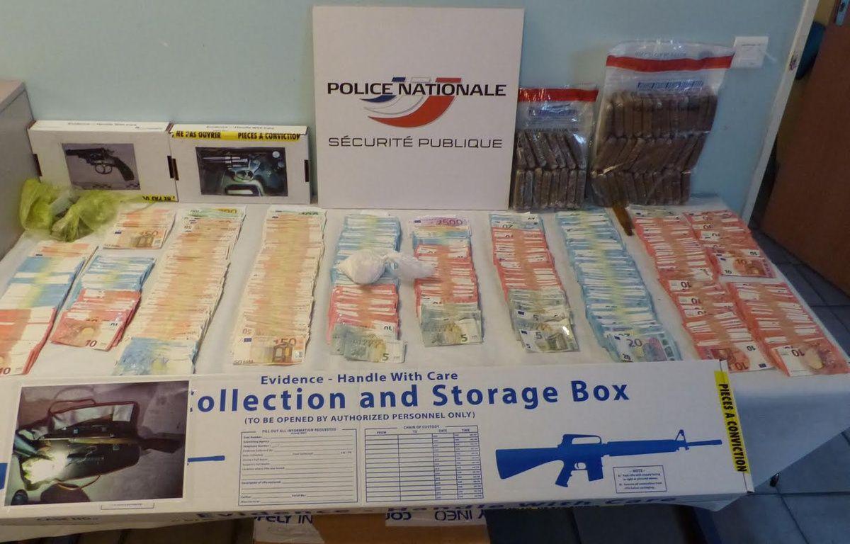 Les policiers ont retrouvé de l'argent liquide et de la drogue. – Police de Fréjus