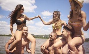 Les vacances au club sont l'occasion de faire de belles rencontres amicales ou amoureuses.